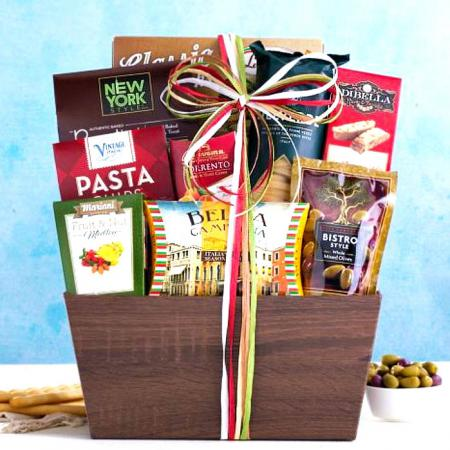 italian food gift basket of pasta