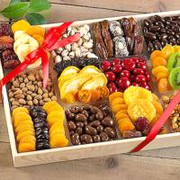 nuts-dried-fruit-gift