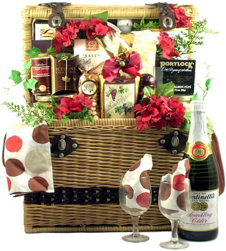 Ultra Gifts Gift Ideas: Ultra Deluxe Picnic Basket